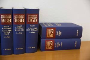 Erbrecht Erfurt Anwalt. Seit Jahren steht unsere Kanzlei privaten Mandaten tatkräftig zur Seite. Termin unter: 0361- 22841-0. Kanzlei im Freistaat Thüringen